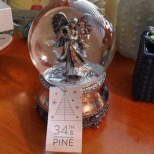 34th & Pine Snow Globe